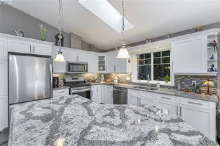 Photo 4: 3589 Sun Vista in VICTORIA: La Walfred Single Family Detached for sale (Langford)  : MLS®# 421092