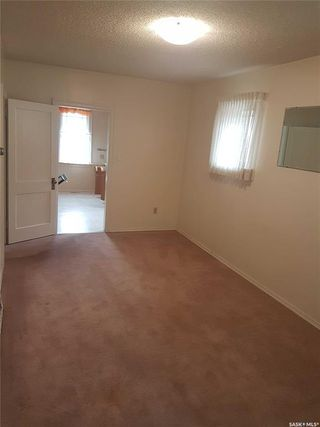 Photo 4: 527 I Avenue North in Saskatoon: Westmount Residential for sale : MLS®# SK805869
