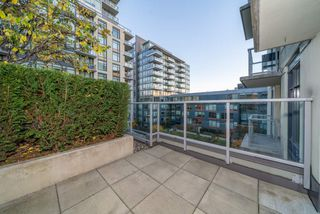 "Main Photo: 601 138 W 1ST Avenue in Vancouver: False Creek Condo for sale in ""WALL CENTRE FALSE CREEK EAST"" (Vancouver West)  : MLS®# R2516354"