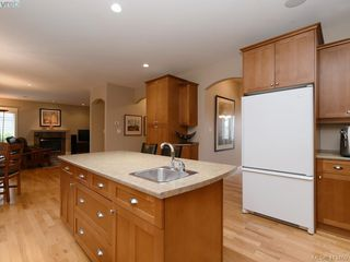 Photo 13: 821 Rainbow Crescent in VICTORIA: SE High Quadra Single Family Detached for sale (Saanich East)  : MLS®# 413469