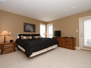 Photo 14: 821 Rainbow Crescent in VICTORIA: SE High Quadra Single Family Detached for sale (Saanich East)  : MLS®# 413469
