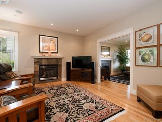 Photo 7: 821 Rainbow Crescent in VICTORIA: SE High Quadra Single Family Detached for sale (Saanich East)  : MLS®# 413469