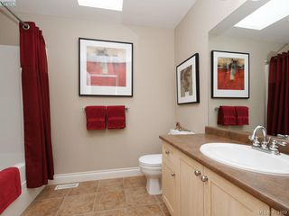 Photo 20: 821 Rainbow Crescent in VICTORIA: SE High Quadra Single Family Detached for sale (Saanich East)  : MLS®# 413469