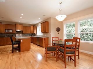 Photo 8: 821 Rainbow Crescent in VICTORIA: SE High Quadra Single Family Detached for sale (Saanich East)  : MLS®# 413469