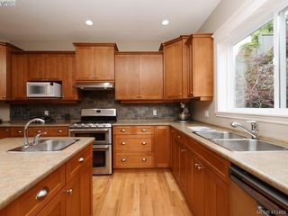 Photo 11: 821 Rainbow Crescent in VICTORIA: SE High Quadra Single Family Detached for sale (Saanich East)  : MLS®# 413469