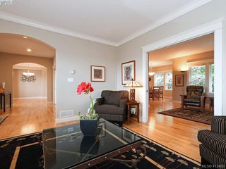Photo 4: 821 Rainbow Crescent in VICTORIA: SE High Quadra Single Family Detached for sale (Saanich East)  : MLS®# 413469