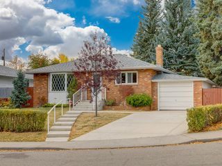Main Photo: 327 Hawthorn Drive NW in Calgary: Thorncliffe Detached for sale : MLS®# A1040595