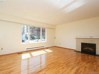Photo 2: 1210/1208 Wychbury Avenue in VICTORIA: Es Saxe Point Single Family Detached for sale (Esquimalt)  : MLS®# 415125