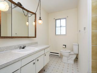 Photo 7: 1210/1208 Wychbury Avenue in VICTORIA: Es Saxe Point Single Family Detached for sale (Esquimalt)  : MLS®# 415125