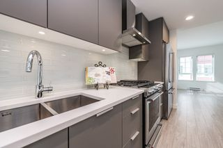 """Photo 4: 2124 SPRING Street in Port Moody: Port Moody Centre Townhouse for sale in """"Edgestone by Bold"""" : MLS®# R2439512"""