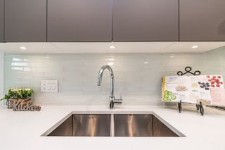 """Photo 5: 2124 SPRING Street in Port Moody: Port Moody Centre Townhouse for sale in """"Edgestone by Bold"""" : MLS®# R2439512"""