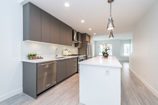 """Photo 3: 2124 SPRING Street in Port Moody: Port Moody Centre Townhouse for sale in """"Edgestone by Bold"""" : MLS®# R2439512"""