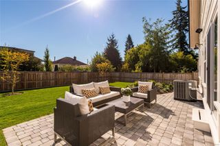 Photo 23: 1035 Roslyn Rd in : OB South Oak Bay Single Family Detached for sale (Oak Bay)  : MLS®# 855096