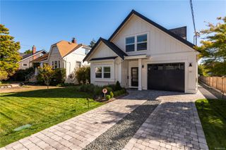 Photo 1: 1035 Roslyn Rd in : OB South Oak Bay Single Family Detached for sale (Oak Bay)  : MLS®# 855096