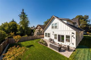 Photo 25: 1035 Roslyn Rd in : OB South Oak Bay Single Family Detached for sale (Oak Bay)  : MLS®# 855096