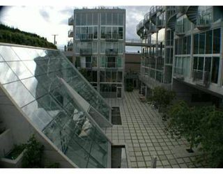 "Photo 3: 1540 W 2ND Ave in Vancouver: False Creek Condo for sale in ""WATERFALL BUILDING"" (Vancouver West)  : MLS®# V621596"