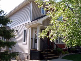 Photo 3: 1 675 ALBANY Way in Edmonton: Zone 27 Townhouse for sale : MLS®# E4179424