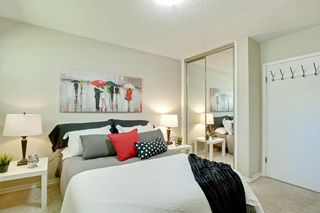 Photo 14: 108 Langton Drive SW in Calgary: North Glenmore Park Detached for sale : MLS®# A1009701