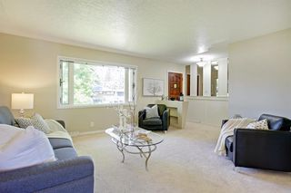 Photo 6: 108 Langton Drive SW in Calgary: North Glenmore Park Detached for sale : MLS®# A1009701
