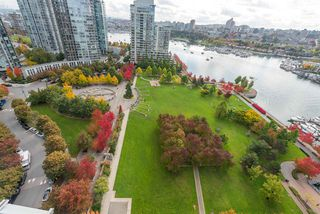 "Main Photo: 2201 638 BEACH Crescent in Vancouver: Yaletown Condo for sale in ""ICON"" (Vancouver West)  : MLS®# R2510703"