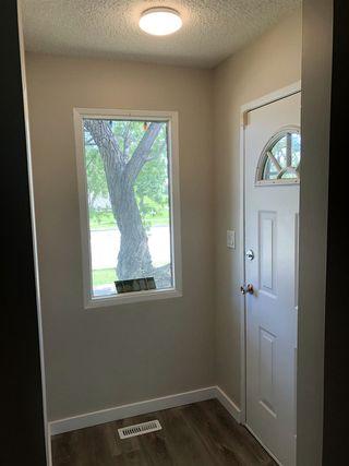 Photo 3: 15304 121 Street in Edmonton: Zone 27 House Half Duplex for sale : MLS®# E4202012