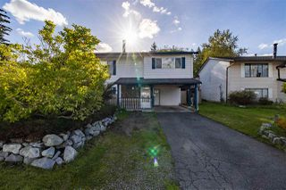 Photo 2: 20562 50A Avenue in Langley: Langley City House for sale : MLS®# R2507888