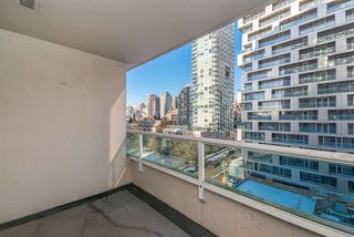 "Photo 3: 1010 1500 HOWE Street in Vancouver: Yaletown Condo for sale in ""The Discovery"" (Vancouver West)  : MLS®# R2422940"