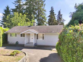 Photo 2: 5436 KEITH Street in Burnaby: South Slope House for sale (Burnaby South)  : MLS®# R2495533