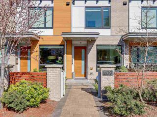 """Photo 2: 419 E 6TH Avenue in Vancouver: Mount Pleasant VE Townhouse for sale in """"6TH & GUELPH"""" (Vancouver East)  : MLS®# R2446729"""
