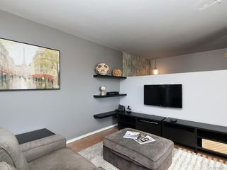 Photo 3: 201 932 Johnson St in Victoria: Vi Downtown Condo Apartment for sale : MLS®# 844483