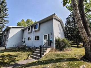 Main Photo: 59 4810 40 Avenue SW in Calgary: Glamorgan Row/Townhouse for sale : MLS®# A1035681