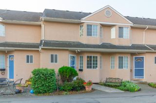Photo 1: 7 1550 North Dairy Rd in : SE Cedar Hill Row/Townhouse for sale (Saanich East)  : MLS®# 857138
