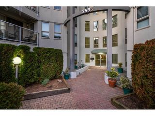 """Photo 2: 405 2585 WARE Street in Abbotsford: Central Abbotsford Condo for sale in """"THE MAPLES"""" : MLS®# R2418849"""