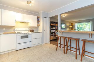 Photo 4: 201 3252 Glasgow Ave in Saanich: SE Quadra Condo for sale (Saanich East)  : MLS®# 845222