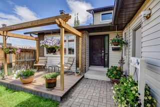 Photo 2: 127 Woodbrook Mews SW in Calgary: Woodbine Detached for sale : MLS®# A1023488