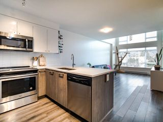"""Photo 7: 507 2525 CLARKE Street in Port Moody: Port Moody Centre Condo for sale in """"THE STRAND"""" : MLS®# R2493487"""