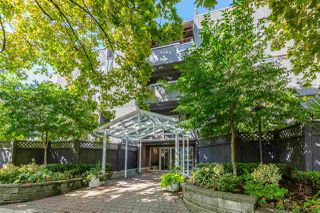 "Photo 1: 304 2885 SPRUCE Street in Vancouver: Fairview VW Condo for sale in ""FAIRVIEW GARDENS"" (Vancouver West)  : MLS®# R2399659"
