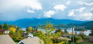 Photo 2: 667 BAYCREST Drive in North Vancouver: Dollarton House for sale : MLS®# R2414451