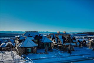 Photo 2: 200 ELKTON Close SW in Calgary: Springbank Hill Detached for sale : MLS®# C4286387