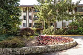 Photo 2: 411 1005 McKenzie Ave in : SE Quadra Condo Apartment for sale (Saanich East)  : MLS®# 855511