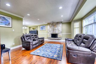 Photo 2: 8992 146A Street in Surrey: Bear Creek Green Timbers House for sale : MLS®# R2497318