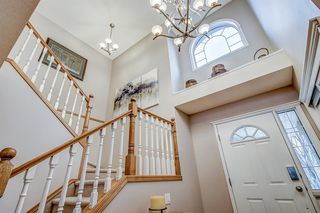 Photo 4: 398 Mountain Park Drive SE in Calgary: McKenzie Lake Detached for sale : MLS®# A1054034