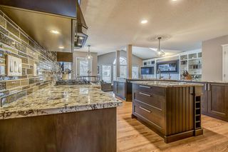 Photo 8: 398 Mountain Park Drive SE in Calgary: McKenzie Lake Detached for sale : MLS®# A1054034