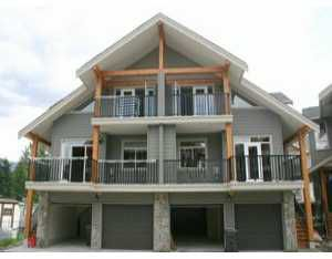 """Photo 1: 27 39760 GOVERNMENT RD: Brackendale Townhouse for sale in """"ARBOURWOODS"""" (Squamish)  : MLS®# V577536"""