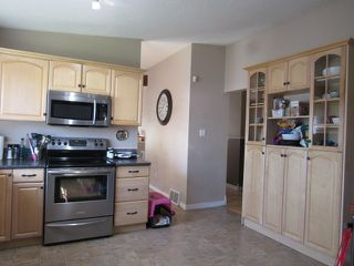 Photo 3: 35 Lorraine Crescent in St. Albert: House for rent