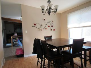 Photo 7: 35 Lorraine Crescent in St. Albert: House for rent