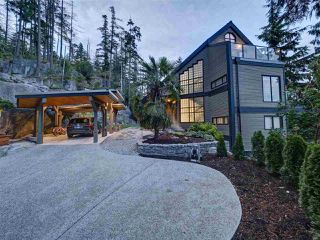"Photo 3: 5677 SALMON Drive in Sechelt: Sechelt District House for sale in ""Downtown Sechelt"" (Sunshine Coast)  : MLS®# R2473960"