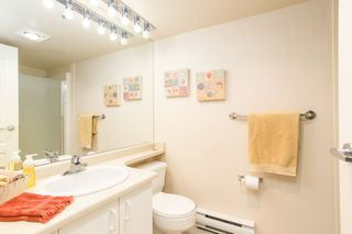 """Photo 14: 107 1569 EVERALL Street: White Rock Condo for sale in """"SEAWYND MANOR"""" (South Surrey White Rock)  : MLS®# R2448735"""