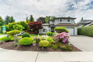 Photo 2: 18338 CLAYTONWOOD Crescent in Surrey: Cloverdale BC House for sale (Cloverdale)  : MLS®# R2460942