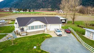 Photo 1: 5353 INTERPROVINCIAL Highway in Abbotsford: Sumas Prairie House for sale : MLS®# R2528573